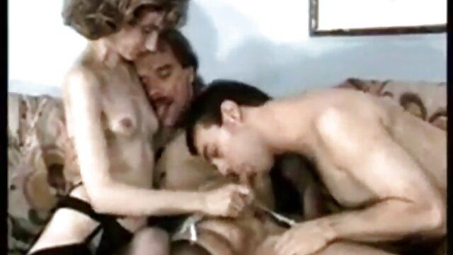 Bertukar seks di bokep mom vs son jepang tempat tidur
