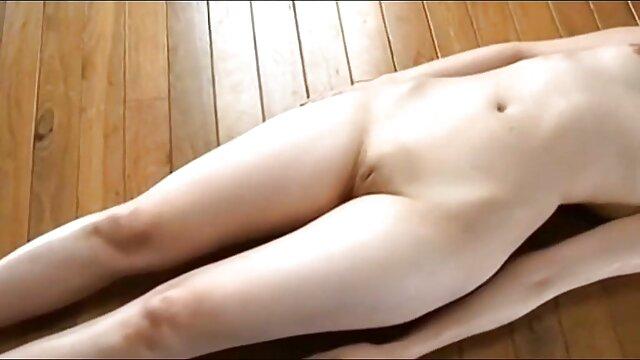 Pendeta Perancis, setelah seks, memukul, dan japan bokep full movie mengunyah, merobek biarawati di panty di vaginanya.