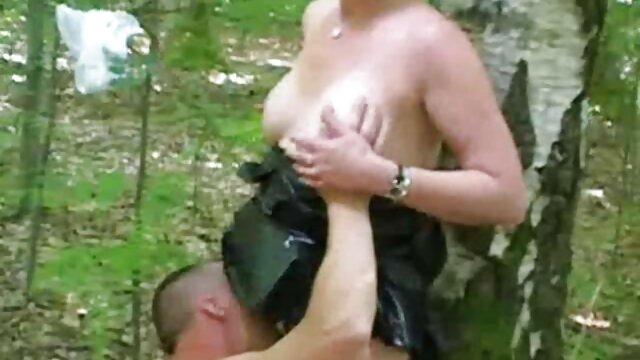 Dia dildo merah muda di depan seorang pria bokep jepang mom montok yang tenang.