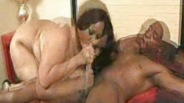 Kaki panjang film sex japan tanpa sensor berkarat, penis keponakannya.